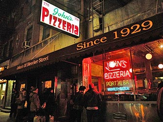 Best pizza i New York - Johns Pizzeria ved Bleecker Street
