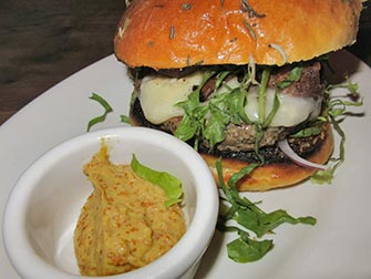 Beste hamburgere i New York - Maialino burger
