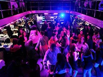 Cruise med middagsbuffe i New York - Dansegulvet
