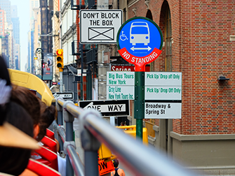 Hop-on-hop-off-buss i New York - Busstopp