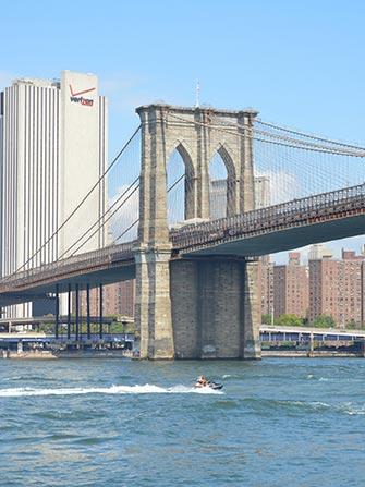 Jetski i New York - Brooklyn Bridge
