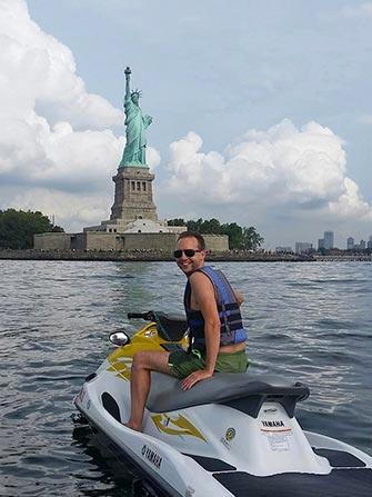 Jetski i New York - Frihetsgudinnen