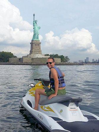 Svømming i New York - Jetski