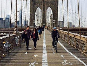 Leie sykkel i New York - Sykling over Brooklyn Bridge