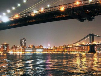 Parker i New York - Brooklyn Bridge om natten