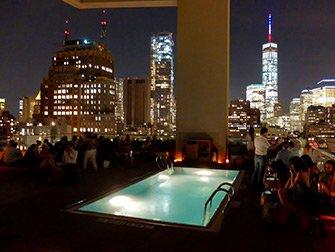 De beste rooftop barene i New York - Bassenget ved Jimmy