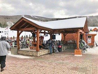 Ski eller Snowboard dagstur i New York - Skioppbevaring