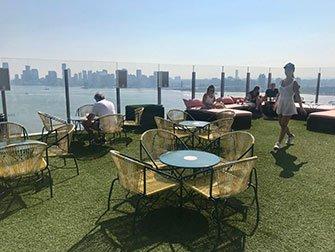 Gay Bars i New York - Le Bain terrasse