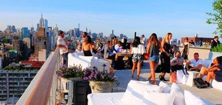 Besøk en rooftop lounge